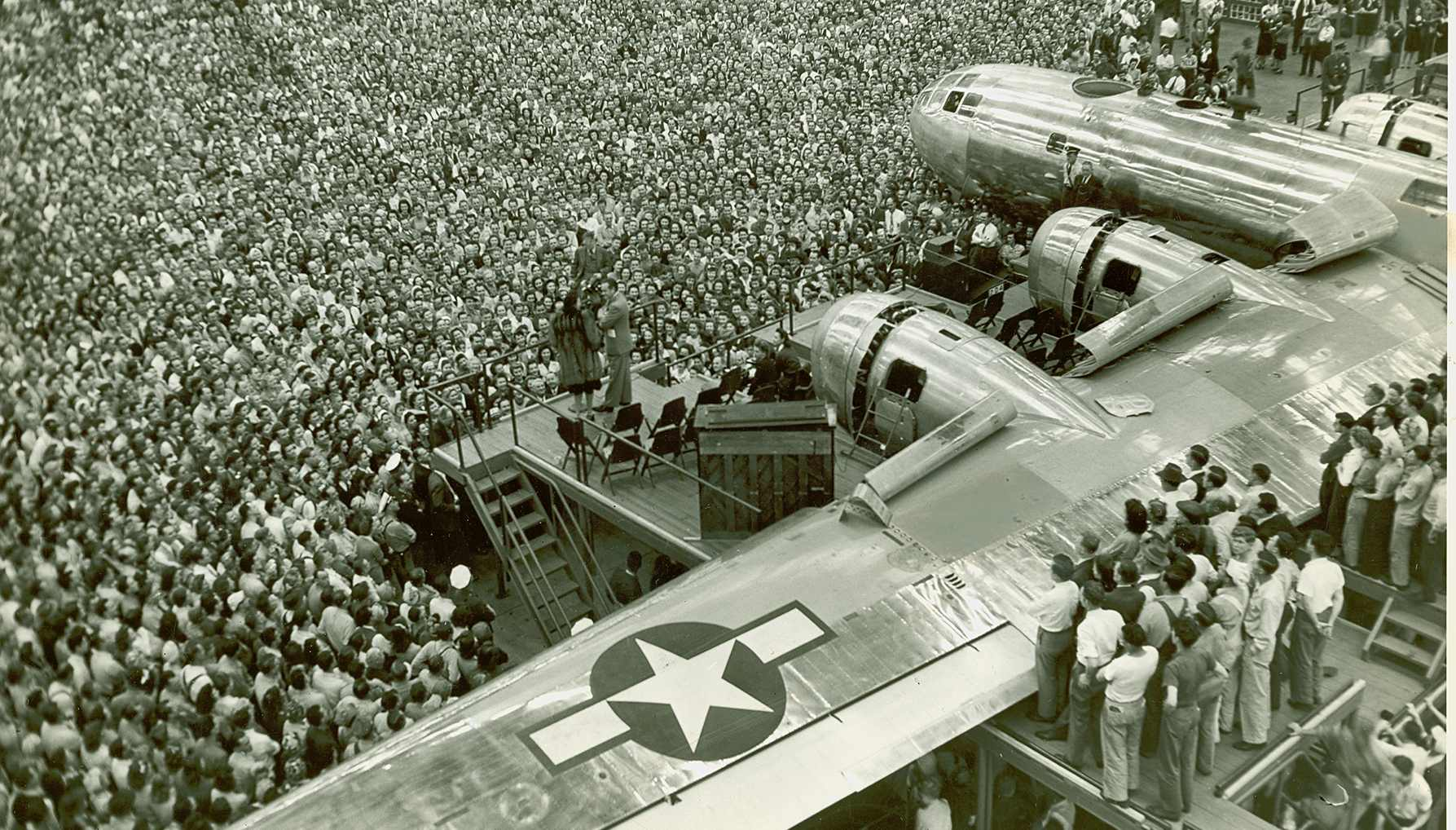 Bob Hope Show at Bell Bomber